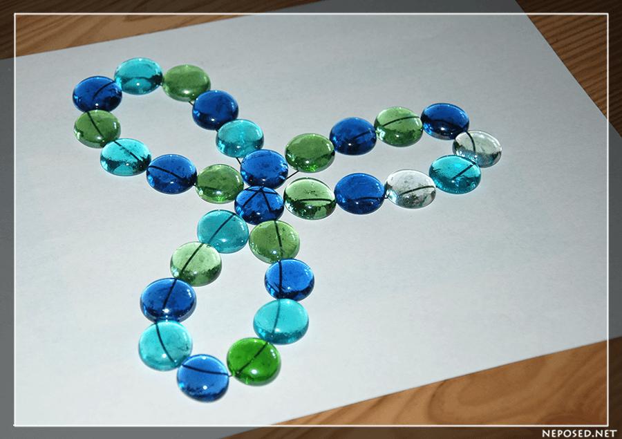 Поделка из цветных камушек 4